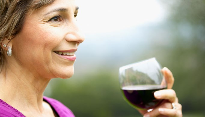 Drinking dealcoholized red wine lowers blood pressure