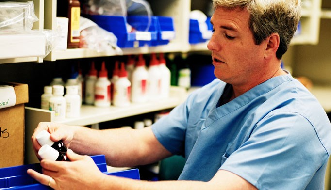 FDA calls for new rules for compounding pharmacies