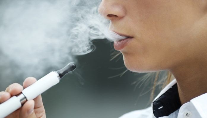 E-cigarette smoking has similar effects as regular cigarette smoking on weight even without nicotine exposure.
