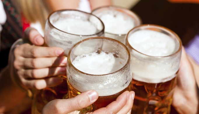 Consuming 3 or more alcoholic drinks per day may increase liver cancer risk