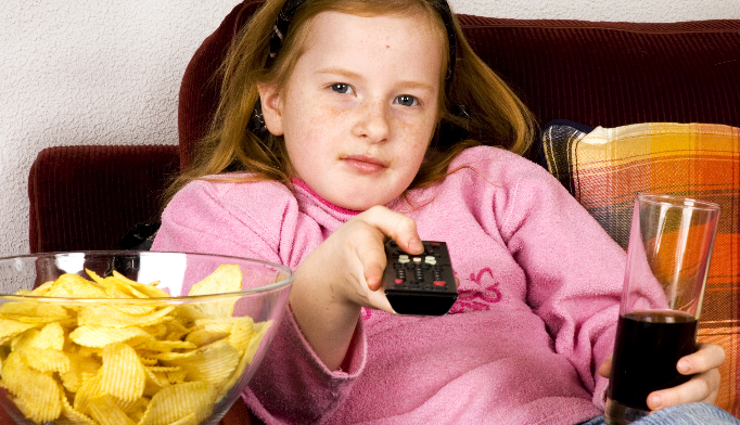 Even 1 hour of TV a day boosts kids' obesity risk