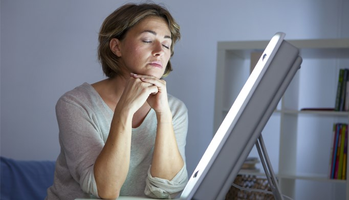 Bright light therapy effectively treats psoriasis, acne