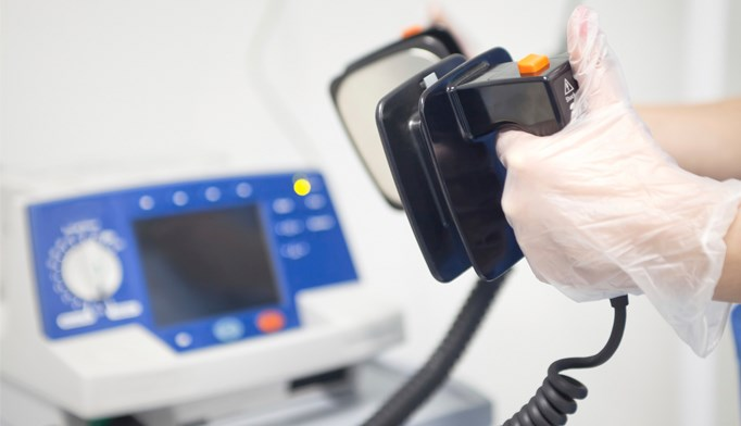 Survival unimproved with deferred second defibrillation