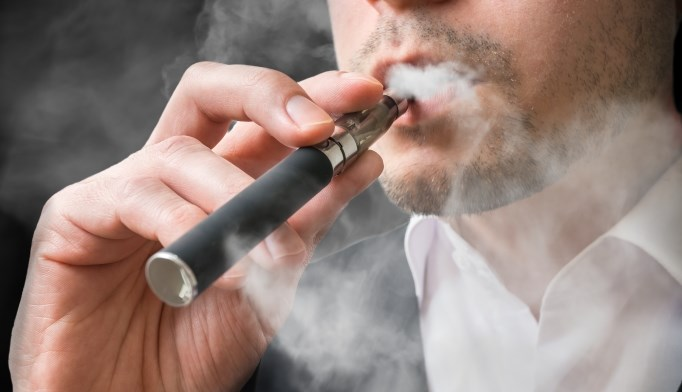 E-cigarette smoking has similar effects as regular cigarette smoking on weight and metabolic parameters, even without nicotine exposure.