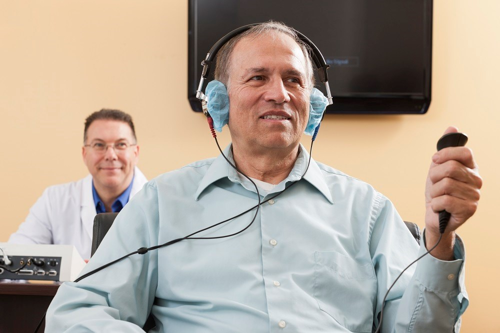 Discussions between patients and personal health care providers about hearing loss symptoms, tests, and ways to protect hearing might help with early diagnosis of hearing loss.