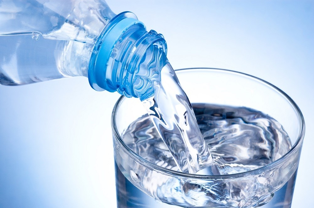 The study compared two weight-loss diets in adolescents who were overweight or obese with the goal of increasing regular water uptake to 8 cups daily.