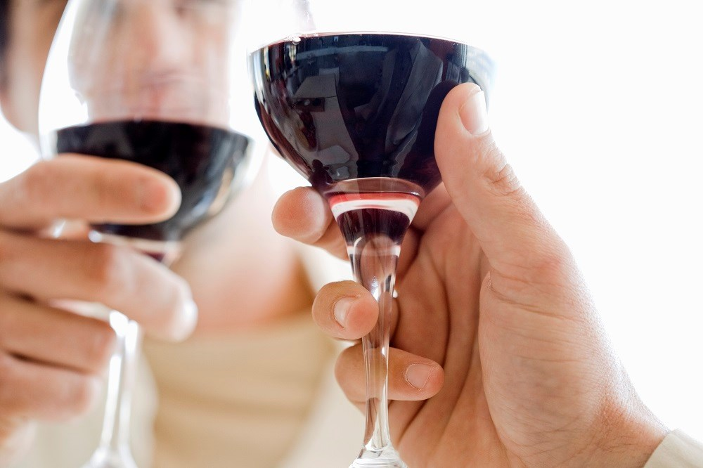 Moderate alcohol consumption linked to lower risk of some types of cardiovascular disease