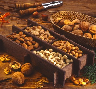 Nut intake inversely linked to obesity, metabolic syndrome