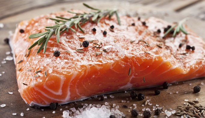 Low-Carb Diet May Beat Low-Fat Diet for Weight Loss, Cardiovascular Health