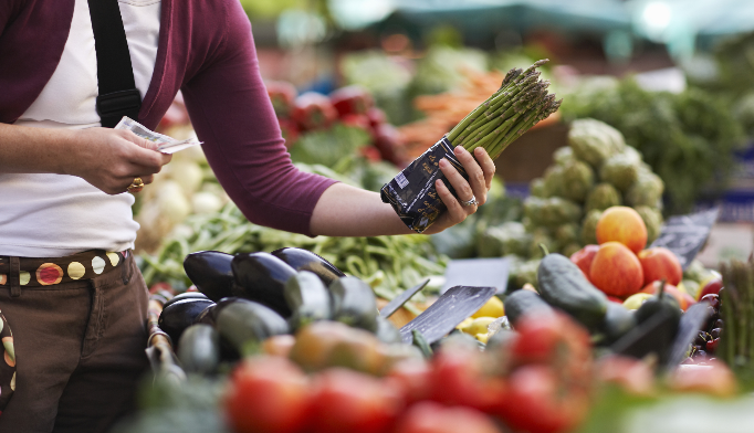 Limiting alcohol, increasing veggies may reduce obesity-related cancer risk