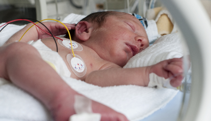 Health care of discharged neonates is often complicated by the need for uninterrupted access to complex medical technology.
