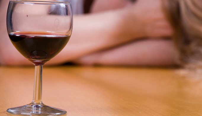 Telephone intervention aids clinicians in alcohol abuse screening