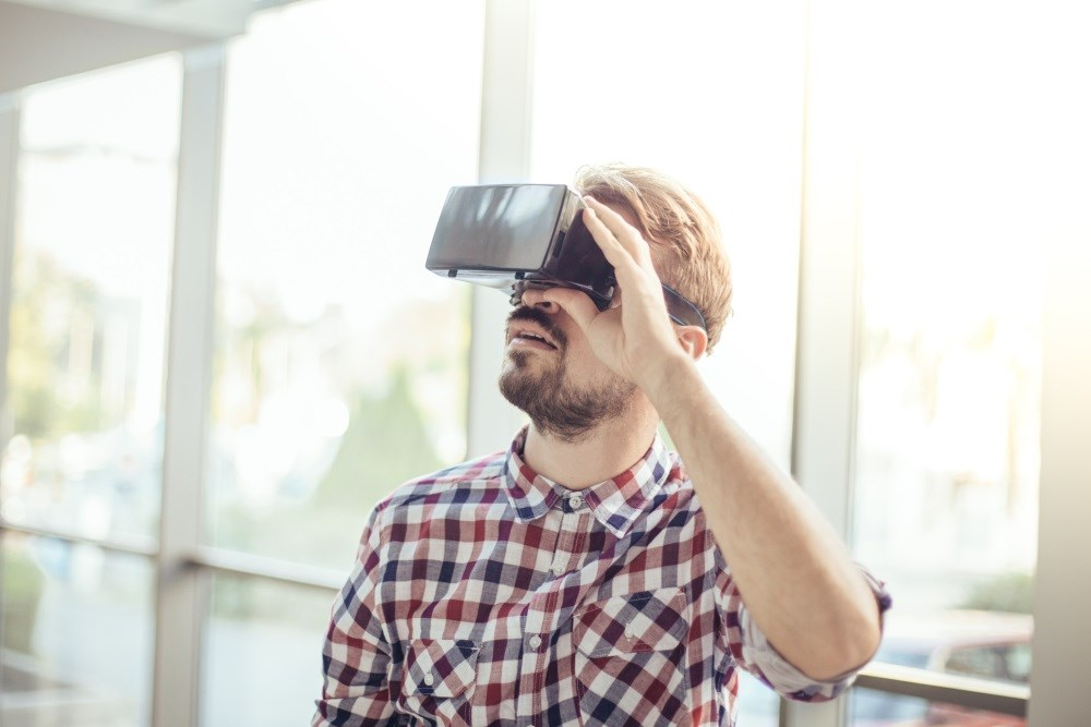 In patients with chronic pain, the goal of virtual reality interventions was to condition patients to acquire better control over their pain.
