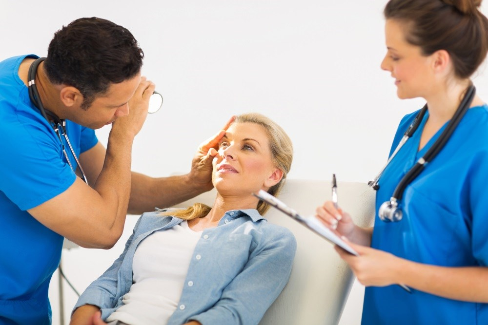 Approximately 43% of patients who have LASIK surgery experience new visual symptoms afterward.