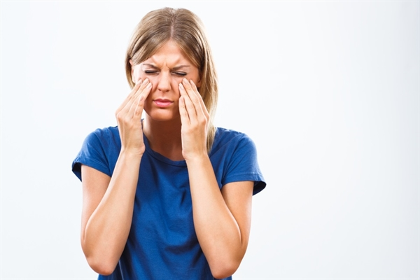 What are the symptoms of NAR?