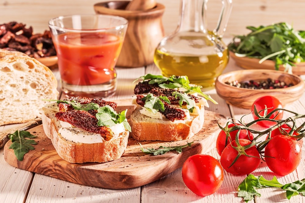 Patients who incorporated a Mediterranean diet as well as antioxidant supplementation had an improved lipid profile and insulin sensitivity parameters.
