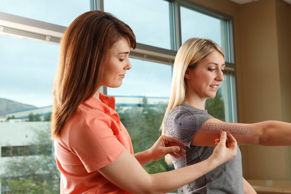 Arthroscopic rotator cuff repair: comparing postoperative treatment options for pain