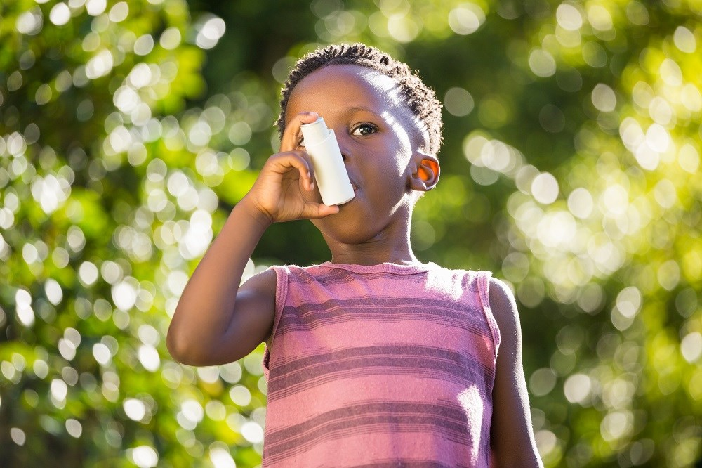 Worsening asthma symptoms did not significantly vary between children taking low-dose or 5-fold increased doses of inhaled glucocorticoids.